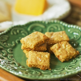 Crispy cheesy crackers
