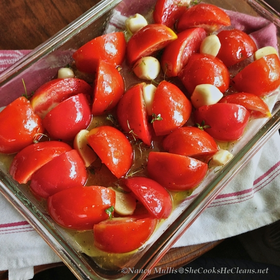 Tomatoes and garlic / Roasted Tomatoes from She Cooks, He Cleans